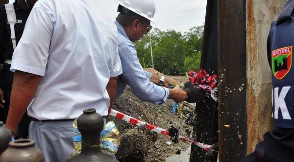 Pengapalan Perdana Produk DRI PT Meratus Jaya Iron & Steel Ke PT Krakatau Steel (Persero) Tbk